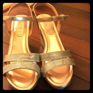 Kenneth Cole Reaction Gold Wedges: Worn only once!